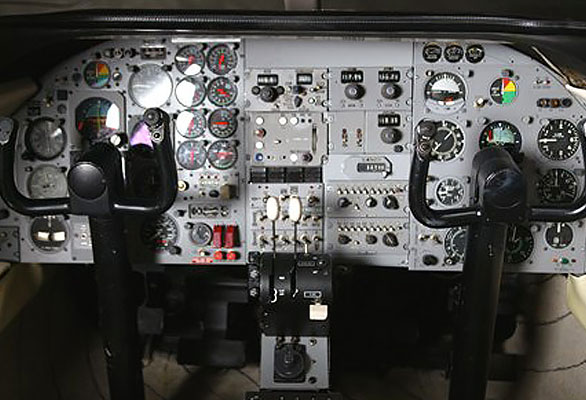 sets-17-learjet-cockpit